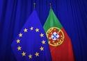 The national flag of Portugal next to the European flag © European Union, 2018