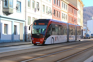 The 24-meter bi-articulated biogas electric hybrid bus on the streets of Bergen, Norway.  ©Skyss