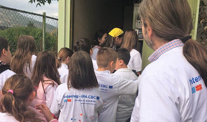 A school visit to an air quality monitoring station. ©Environmental Centre of Western Macedonia: Regional Enterprise of Western Macedonia Region – Greece (2018)