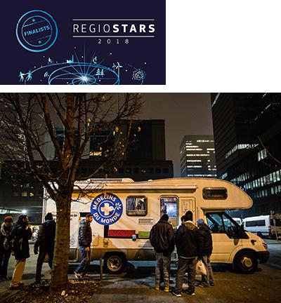Migrants in need of medical attention gather outside the 'Medibus' ©Medecins Du Monde Belgique