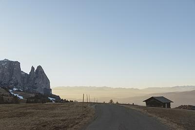 A road running through an Alpine landscape ©Marta Corsetti