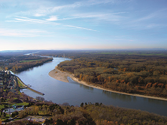 The Danube River, east of Vienna – view from Braunsberg  ©hilipp Gmeiner, IWA-BOKU 2009