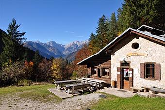The Rifugio Cercenà mountain cabin in the Dolomites. ©Certottica Scrl