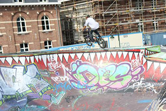 A BMX rider in a skate park. ©Lasso VZW