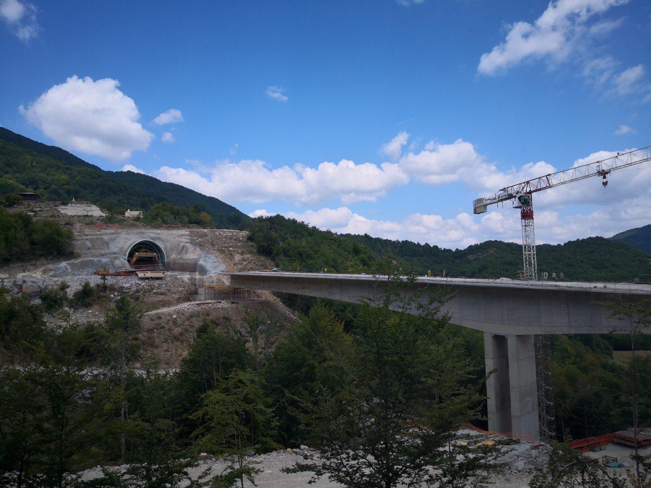 Construction of a bridge and tunnel near the Greece-Bulgaria border as part of the CrossBo project. ©Egnatia Odos SA (2020)