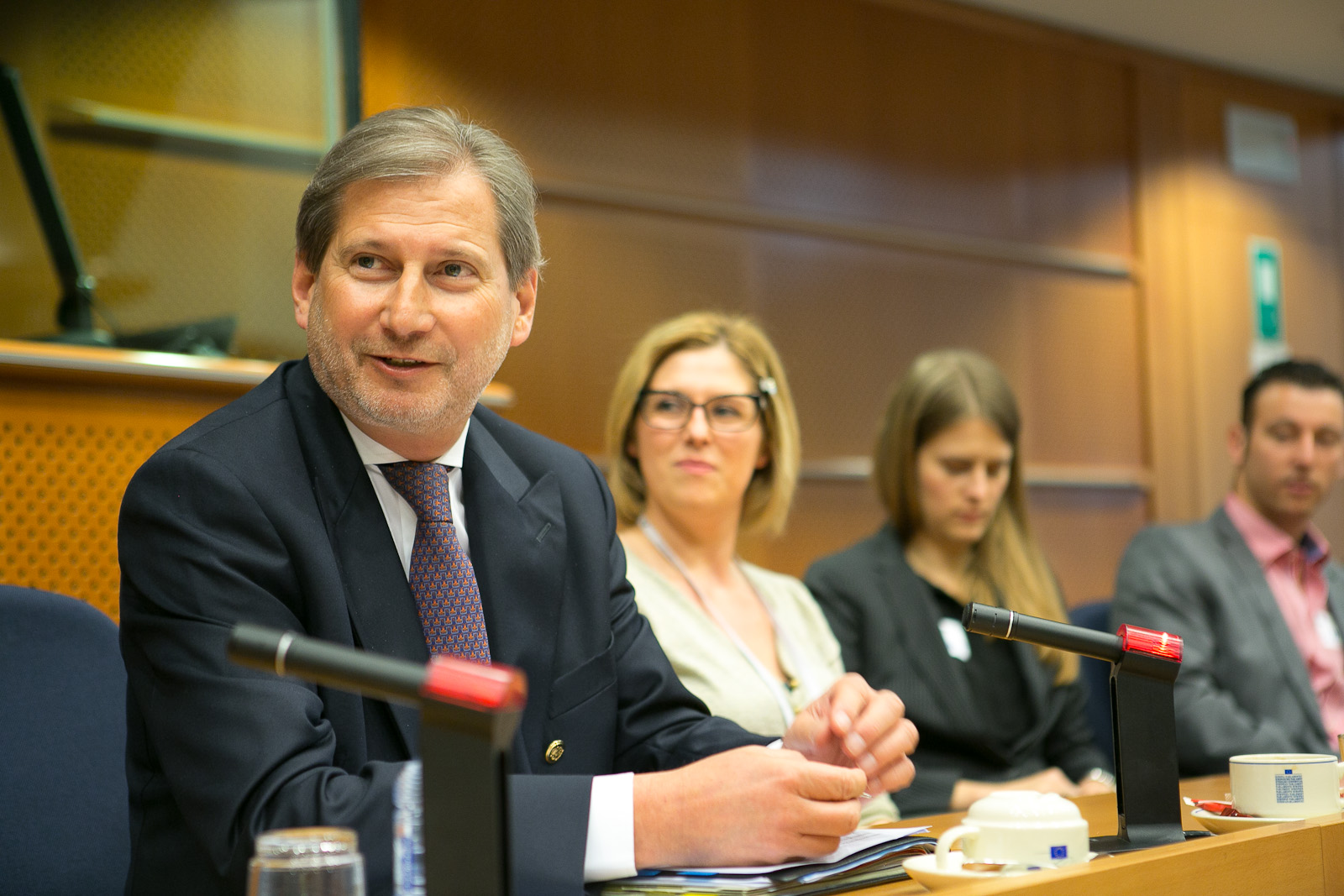 Commissioner Hahn takes responsibility for the portfolio of Vice President Reding, responsible for justice, fundamental rights and citizenship
