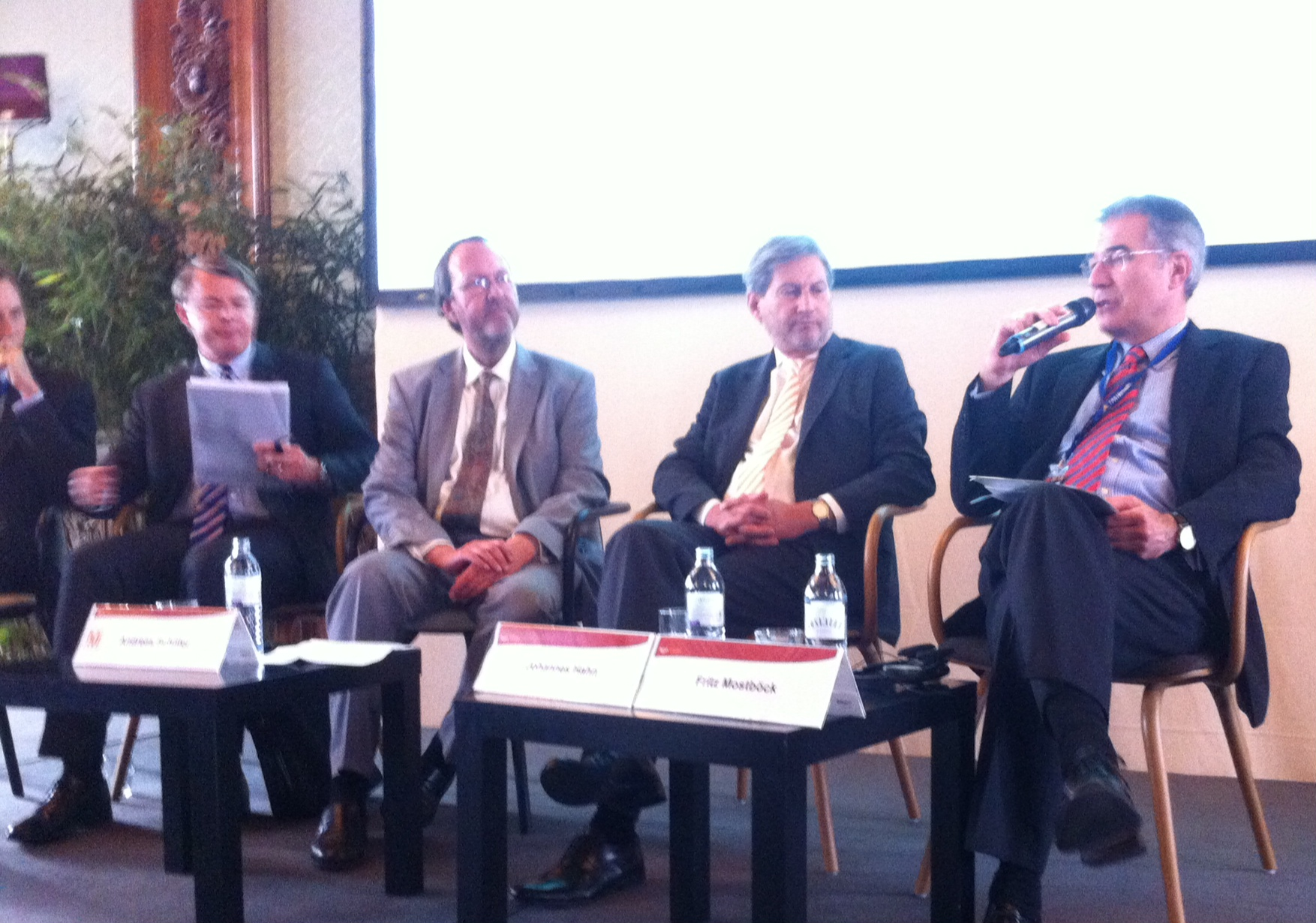 Regional Policy as main investment tool: Commissioner Hahn at international business conference
