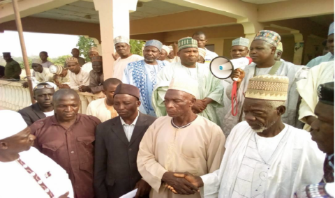 Community Leaders shaking hands shortly after a 9-year old quarrel between them was settled at the Dakin Sulhu
